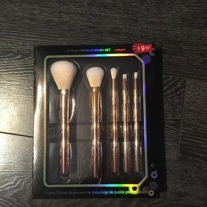 🌸5/$25 New makeup brush set